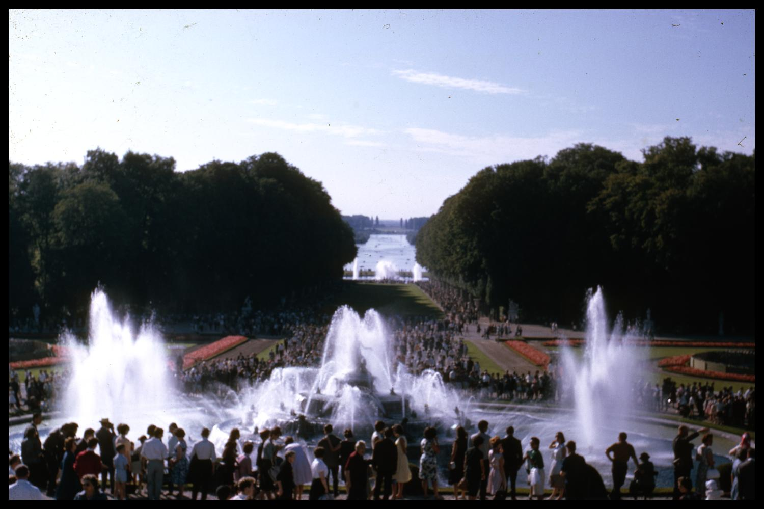 [Versailles Fountains]                                                                                                      [Sequence #]: 1 of 1