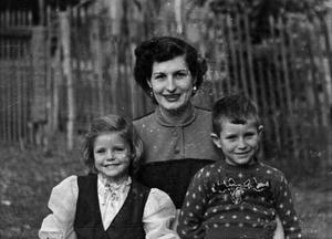 Primary view of [Photograph of Doris Stiles Williams with children Tim and Carol Williams, 2]
