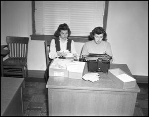 Primary view of object titled '[Students Typing in a Business Class, 1942]'.
