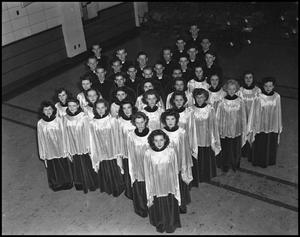 Primary view of object titled '[The 1942 Campus Choir Posing in a Star Shape Form]'.