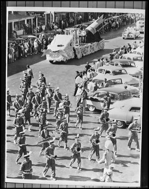 Primary view of object titled '[Homecoming Parade]'.
