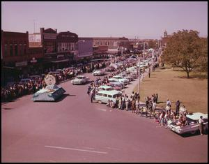 Primary view of object titled '[1961 Homecoming Parade]'.
