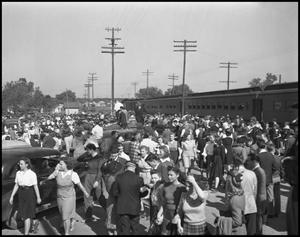 Primary view of object titled '[Homecoming Crowd at Denton Railroad Station]'.