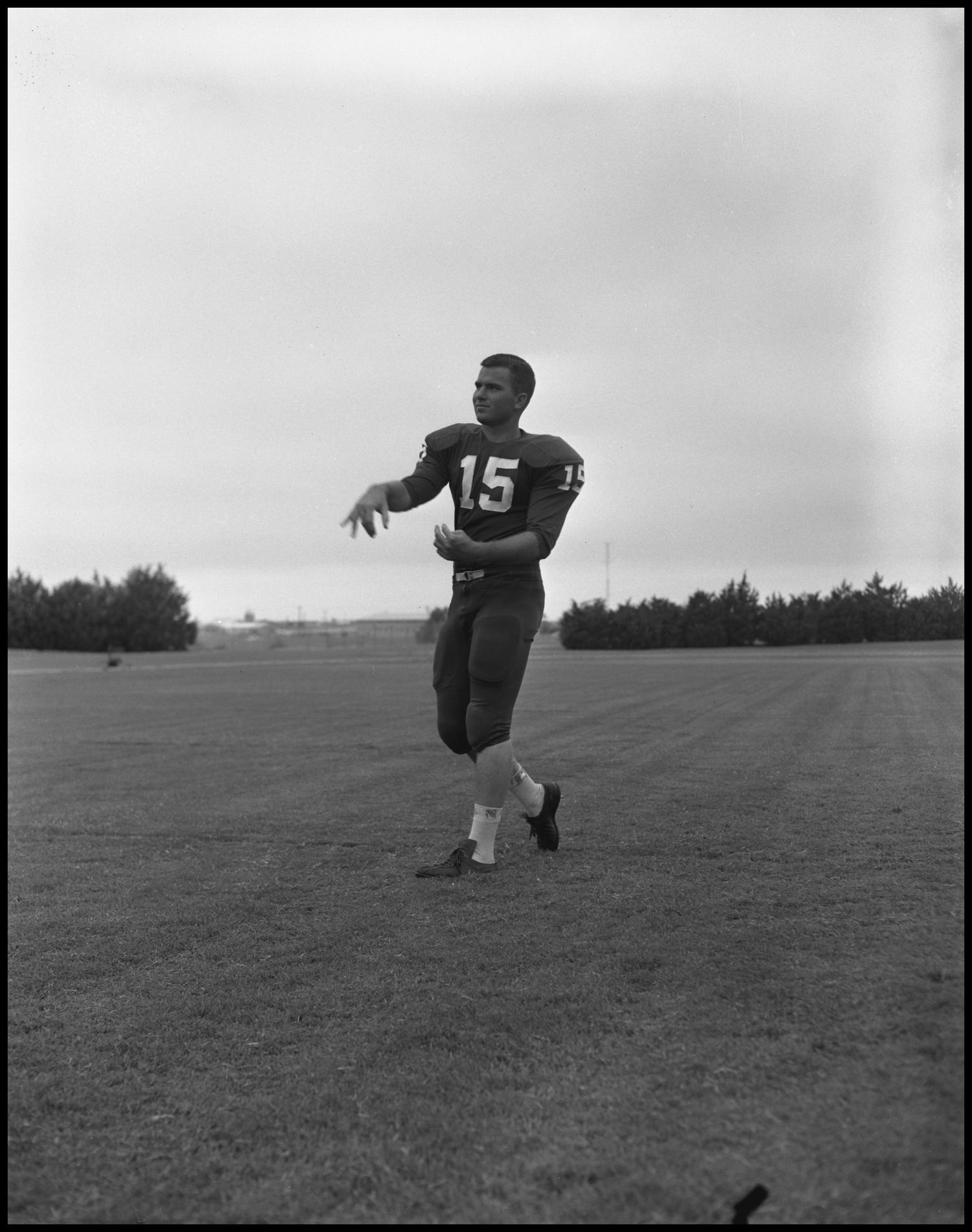 [Football Player No. 15 in a Throwing Position, September 1962]                                                                                                      [Sequence #]: 1 of 1