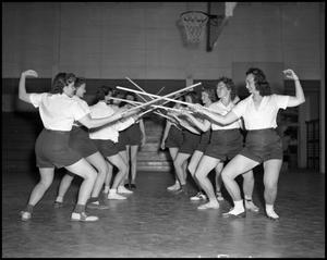 Primary view of object titled '[Women's Fencing Team]'.