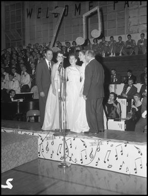 Primary view of object titled '[Vaughn Monroe and the Moon Maids at the Kiwanis Annual Banquet]'.