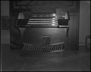 Primary view of object titled '[Organ]'.