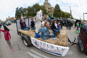 Primary view of object titled '[UNT homecoming parade float 4]'.