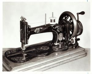 Primary view of object titled 'Singer 'New Family' Sewing Machine'.