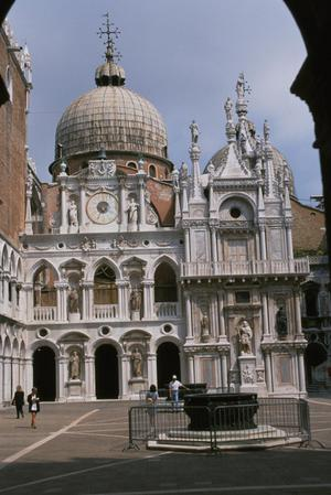 Primary view of Arco Foscari, Triumphal Arch facing the Scala dei Giganti, Courtyard of Doge's Palace (1608-15)