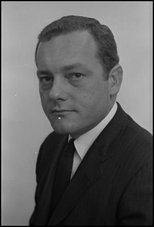 Primary view of object titled '[Portrait of Bob L. Schieffer]'.
