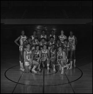 Primary view of object titled '[1970 - 1971 Men's Basketball Team]'.