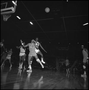 Primary view of object titled '[NT Eagles Basketball Team vs UTA]'.