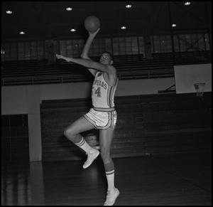 Primary view of object titled '[Basketball Player Willie Davis]'.