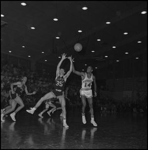 Primary view of object titled '[North Texas vs Wichita Basketball Game]'.