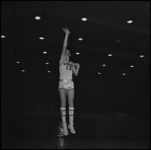 Primary view of object titled '[North Texas Basketball Player Eddie Davis]'.