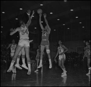 Primary view of object titled '[Men's Basketball Game vs Louisville]'.