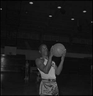 Primary view of object titled '[North Texas Basketball Player Alfred Nickleberry]'.