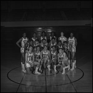 Primary view of object titled '[1970 - 1971 Men's Basketball Team, 5]'.