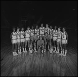 Primary view of object titled '[1973-1974 Men's basketball team, 5]'.