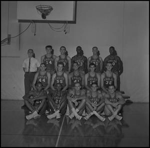 Primary view of object titled '[1965 - 1966 Men's Basketball Team, 4]'.