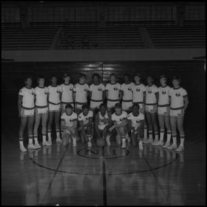 Primary view of object titled '[1972 - 1973 men's basketball team, 4]'.