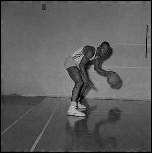 Primary view of object titled '[North Texas Basketball Player Leon Miller]'.