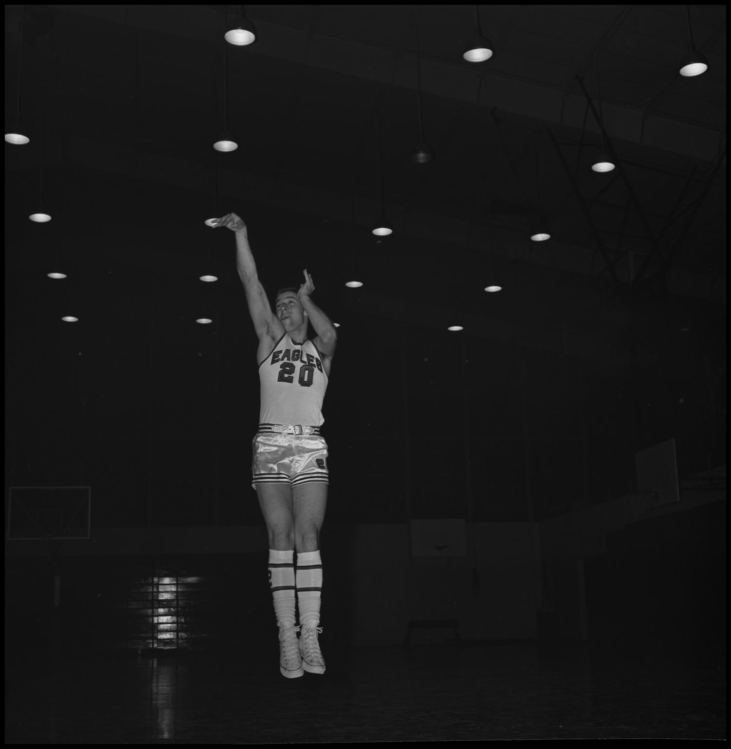 [Ken Pemberton shooting basketball]                                                                                                      [Sequence #]: 1 of 1