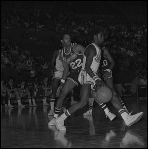 Primary view of object titled '[Men's Basketball Players Eagles vs Memphis State]'.