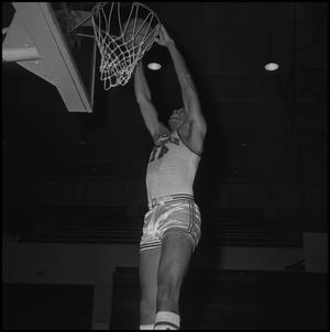 Primary view of object titled '[Willie Davis Practicing Basketball, 4]'.