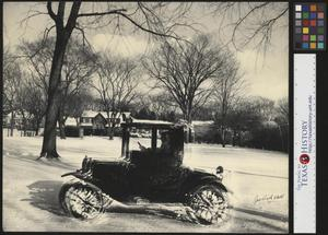 Primary view of object titled '[Ford Model T drives through the snow]'.
