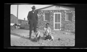 Primary view of object titled '[The Byrd Williams family in El Paso, Texas]'.