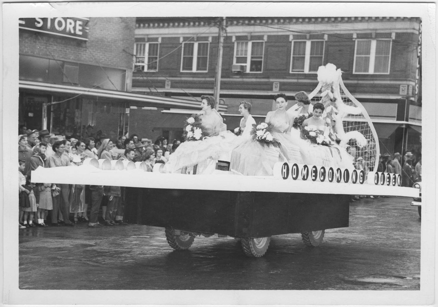 [Photo of North Texas Homecoming Parade, 1954]                                                                                                      [Sequence #]: 1 of 2