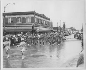 Primary view of object titled '[Photo of North Texas Homecoming Parade, 1954]'.