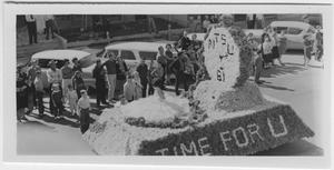 Primary view of object titled '[Photo of North Texas Homecoming Parade, 1961]'.
