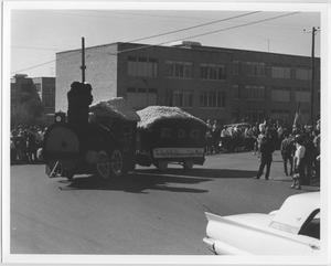 Primary view of object titled '[Photo of North Texas 75th Homecoming Parade, 1964]'.