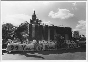 Primary view of object titled '[Photo of North Texas Homecoming Parade, 1989]'.